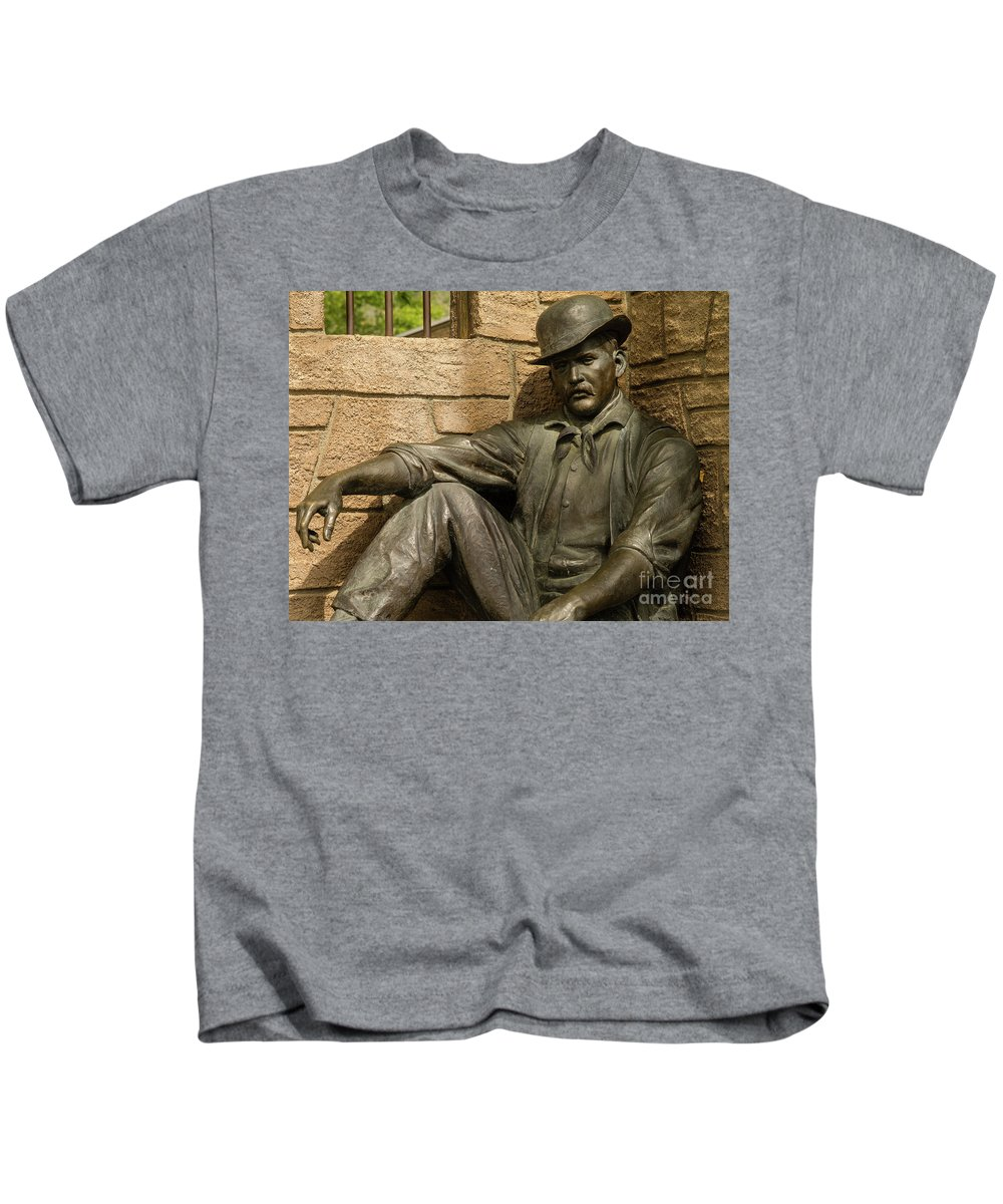 Wyoming Kids T-Shirt featuring the photograph Sundance Kid Statue 6 by Tracy Knauer