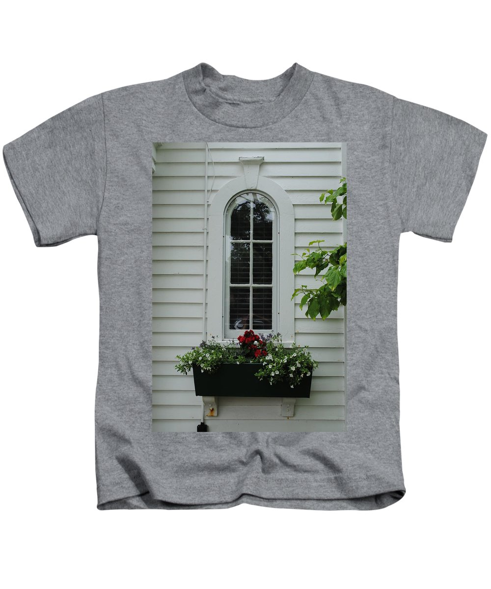 Window Kids T-Shirt featuring the photograph The Curve Window by Jost Houk