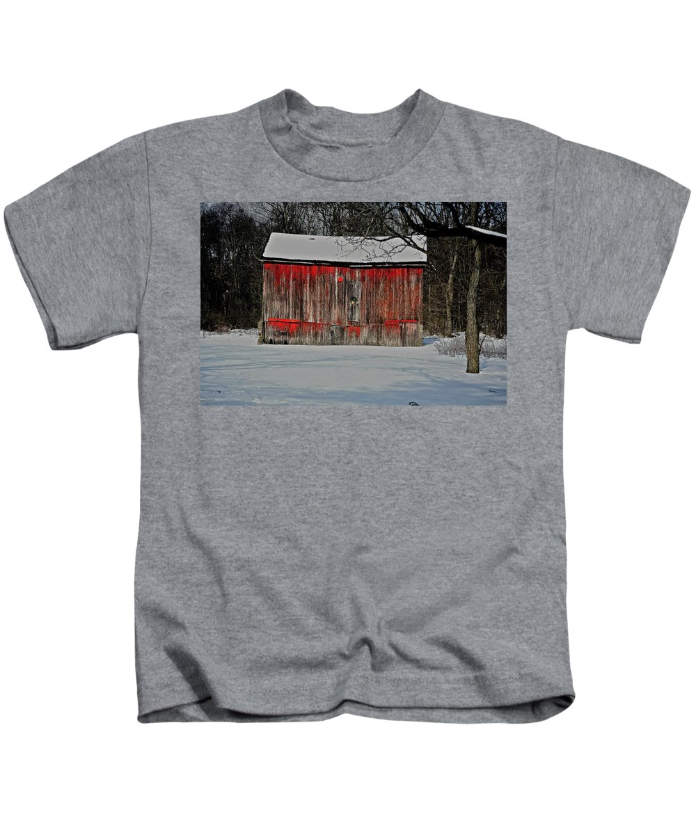 Old Kids T-Shirt featuring the photograph The Old Weathered Barn by Robert Pearson