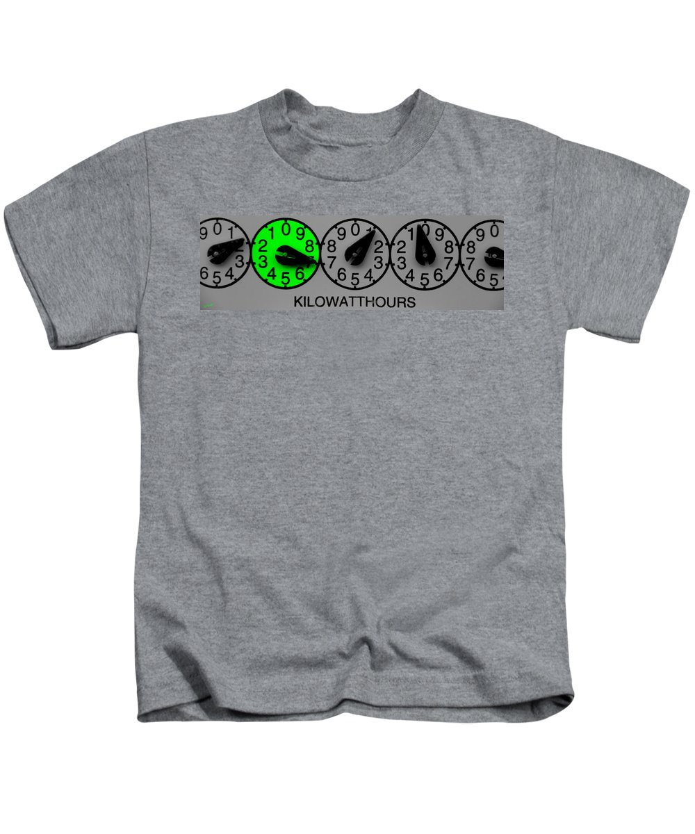 Time To Go Green Kids T-Shirt featuring the photograph Time To Go Green by Ed Smith