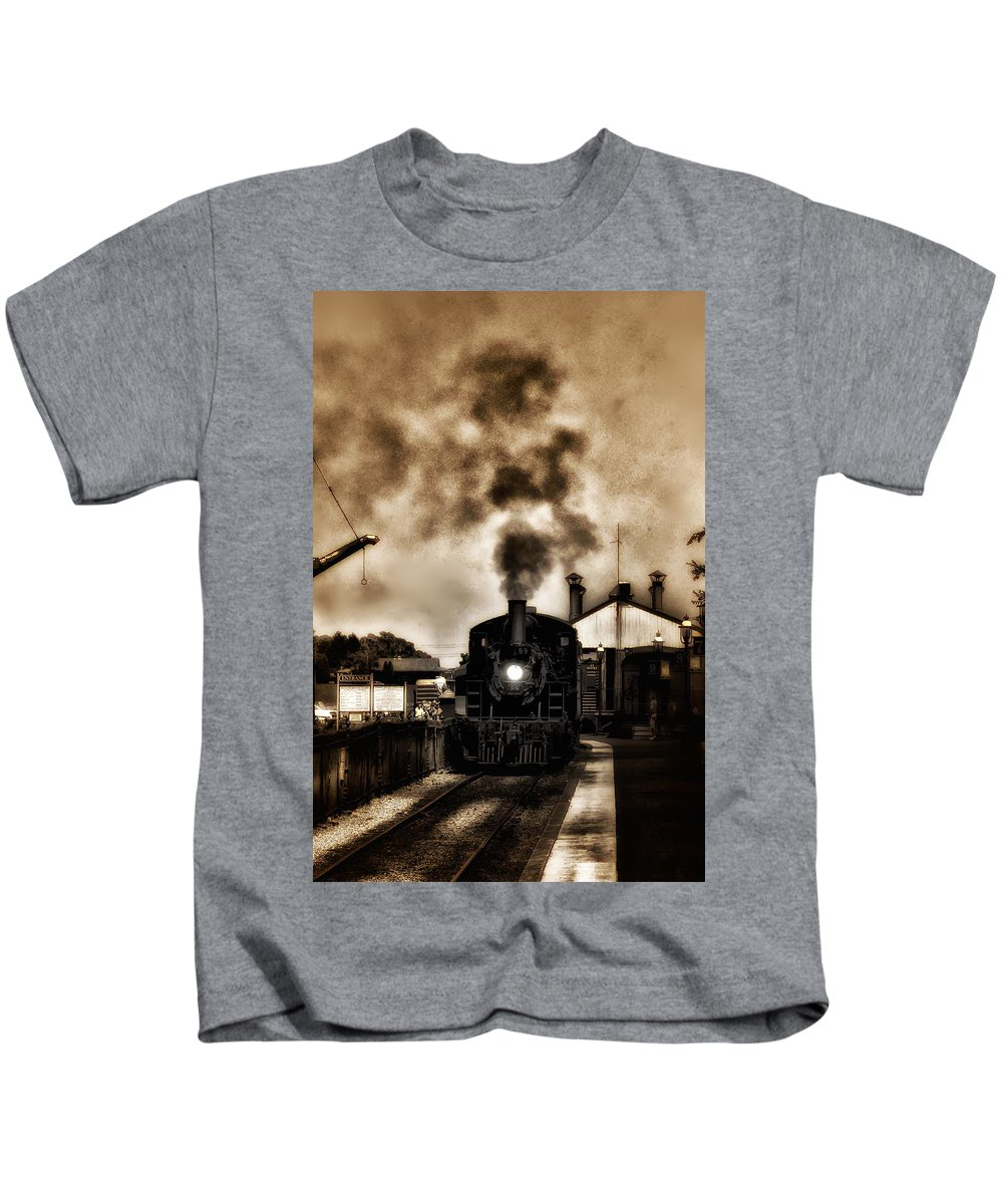 Strasburg Kids T-Shirt featuring the photograph Train Coming In The Station by Bill Cannon