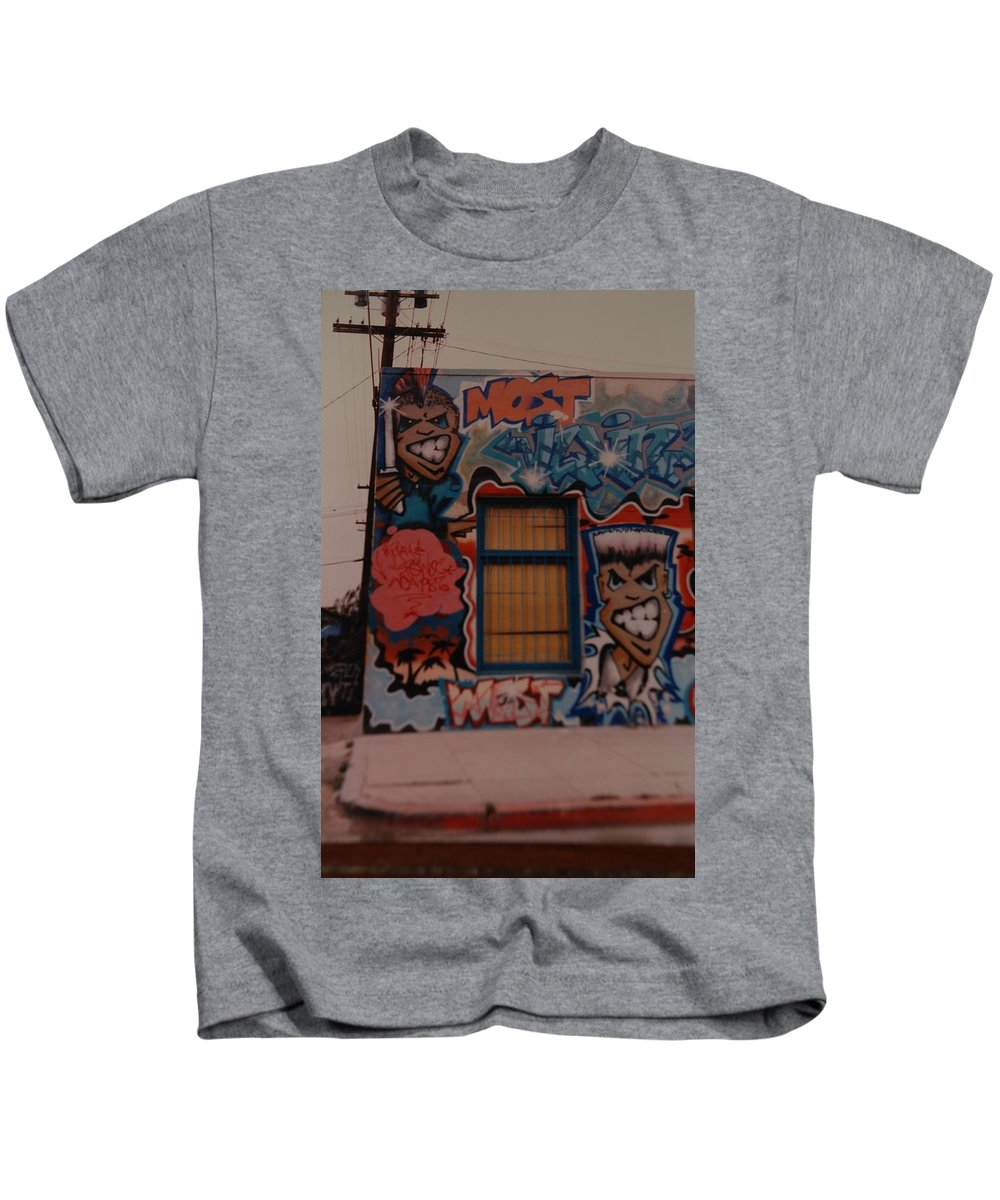 Urban Kids T-Shirt featuring the photograph Urban Art by Rob Hans
