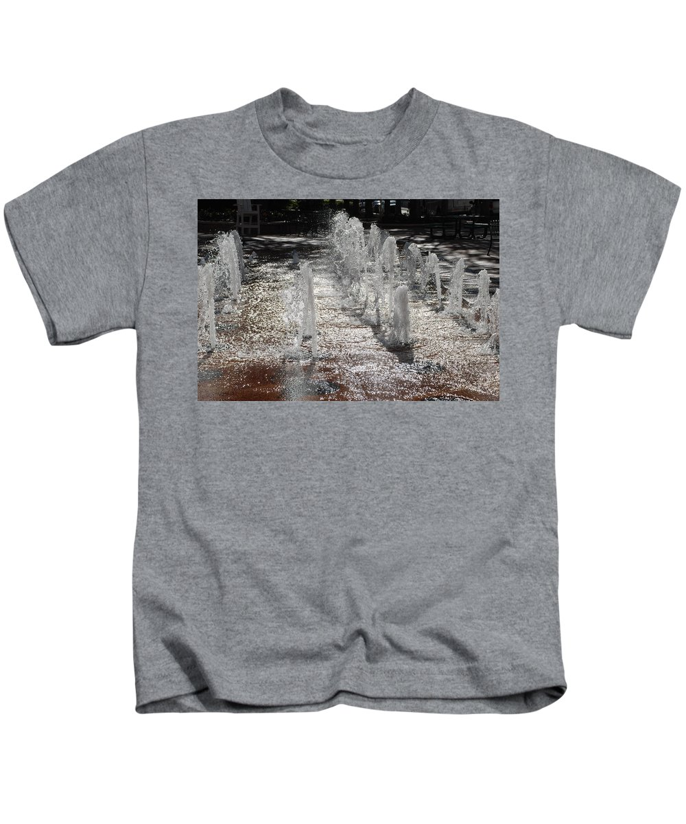 Water Kids T-Shirt featuring the photograph Water Fountain by Rob Hans