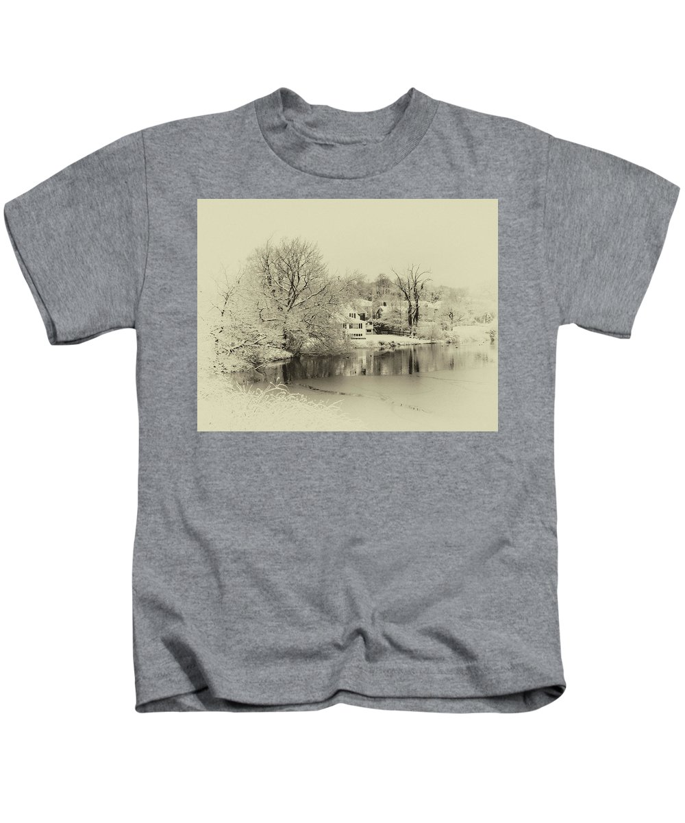 Plymouth Snow Kids T-Shirt featuring the photograph White Christmas by Diane Germani