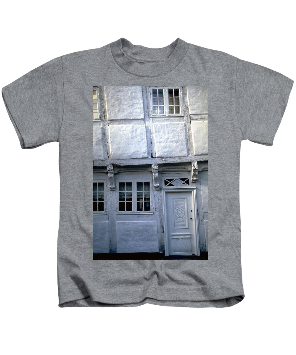 White House Kids T-Shirt featuring the photograph White House by Flavia Westerwelle