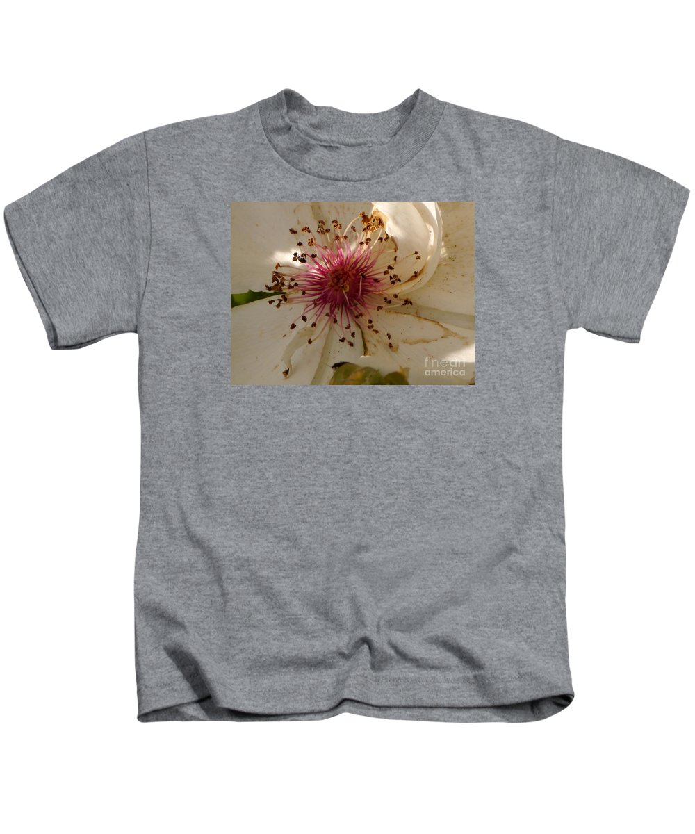 White Rose Kids T-Shirt featuring the photograph White Rose Centerpiece by Christiane Schulze Art And Photography