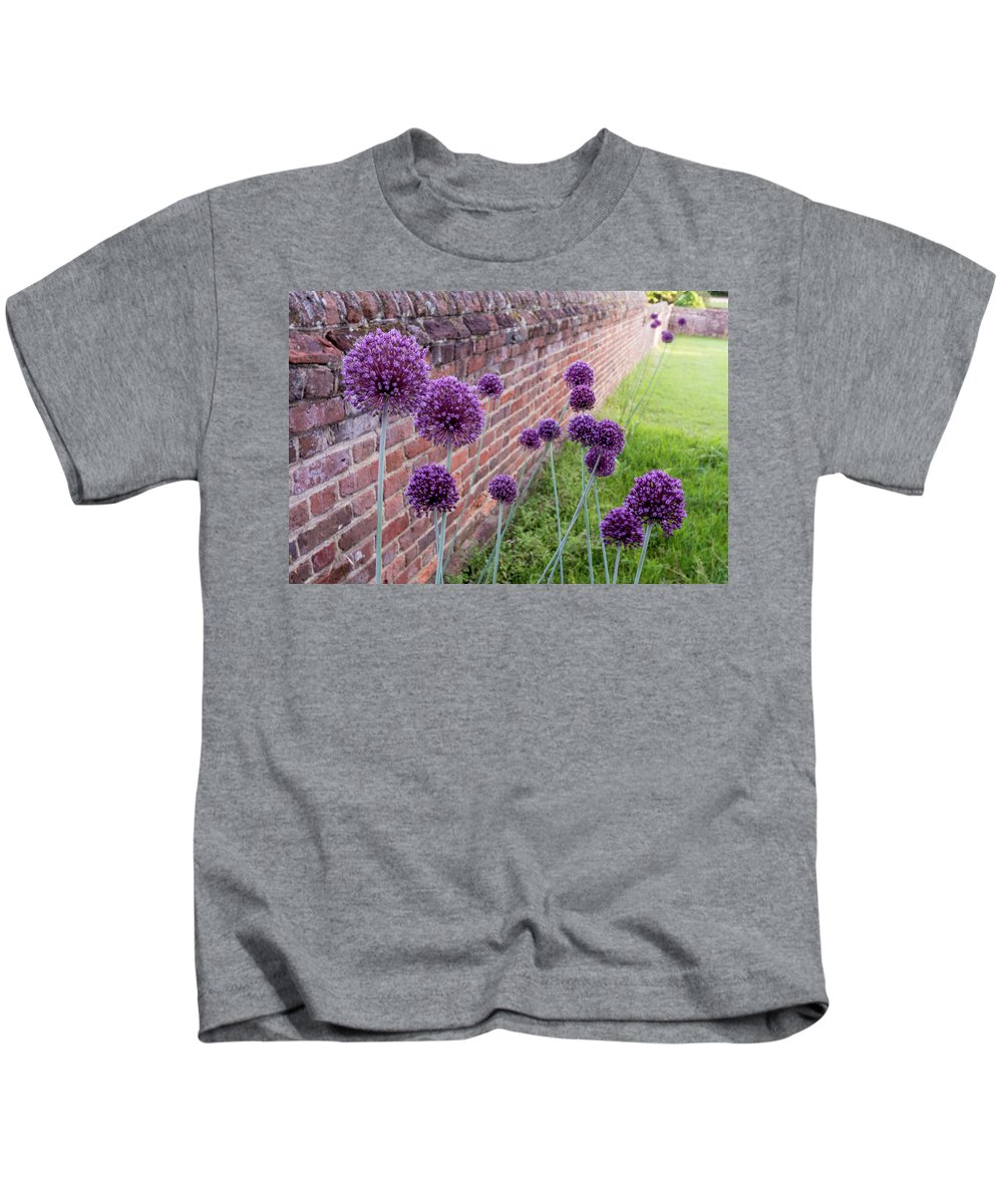 Allium Kids T-Shirt featuring the photograph Yorktown Onions Along The Wall by Nancy Comley