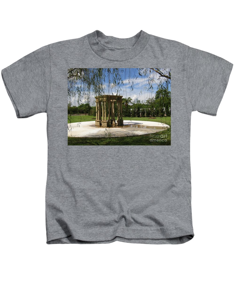Louisiana Greek Plantation Island Willow Landscape Old South Monument Green Summer Portal Clouds Kids T-Shirt featuring the photograph Peaceful Isle by Ze DaLuz