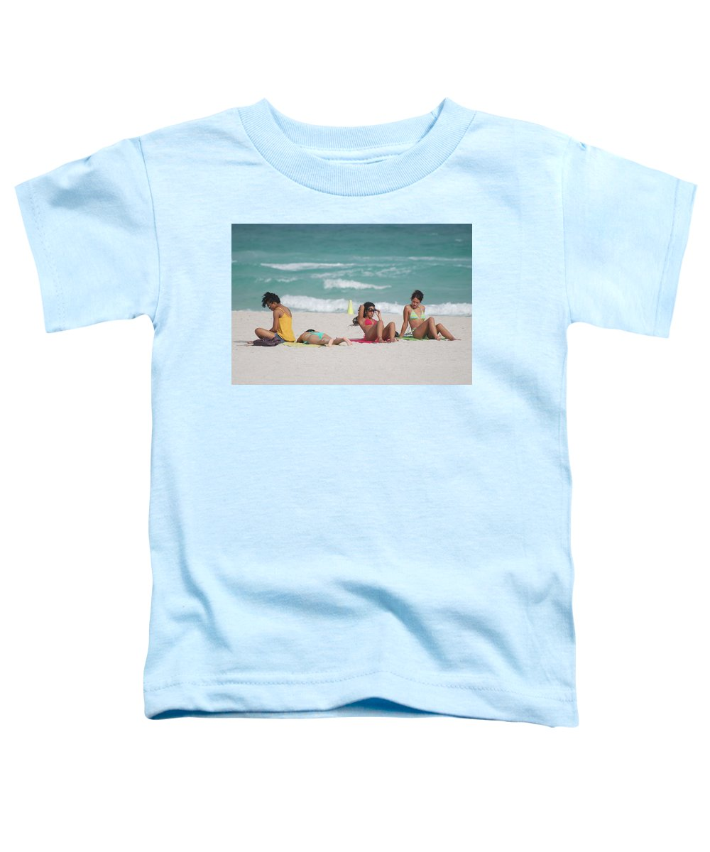 Sea Scape Toddler T-Shirt featuring the photograph 3 Up 1 Down At The Beach by Rob Hans
