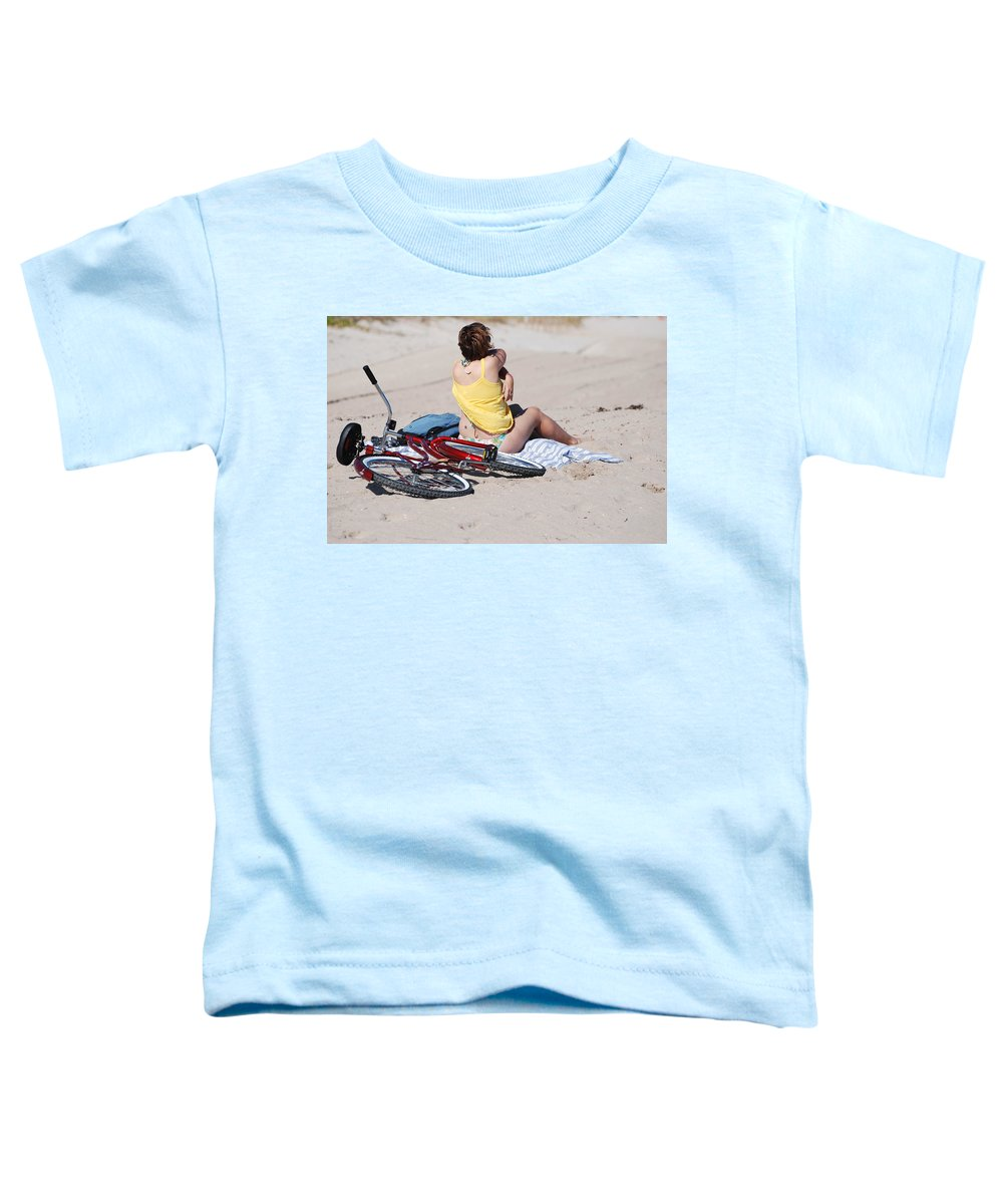 Red Toddler T-Shirt featuring the photograph Bike On The Beach by Rob Hans