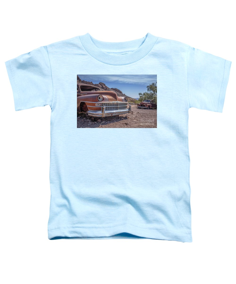 Cars Toddler T-Shirt featuring the photograph Abandoned Cars In The Desert by Edward Fielding