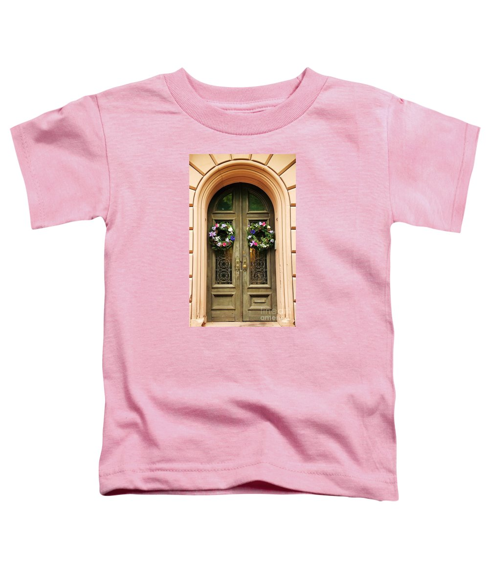 Mount Vernon Toddler T-Shirt featuring the photograph A Doorway In Mount Vernon In Spring by Marcus Dagan