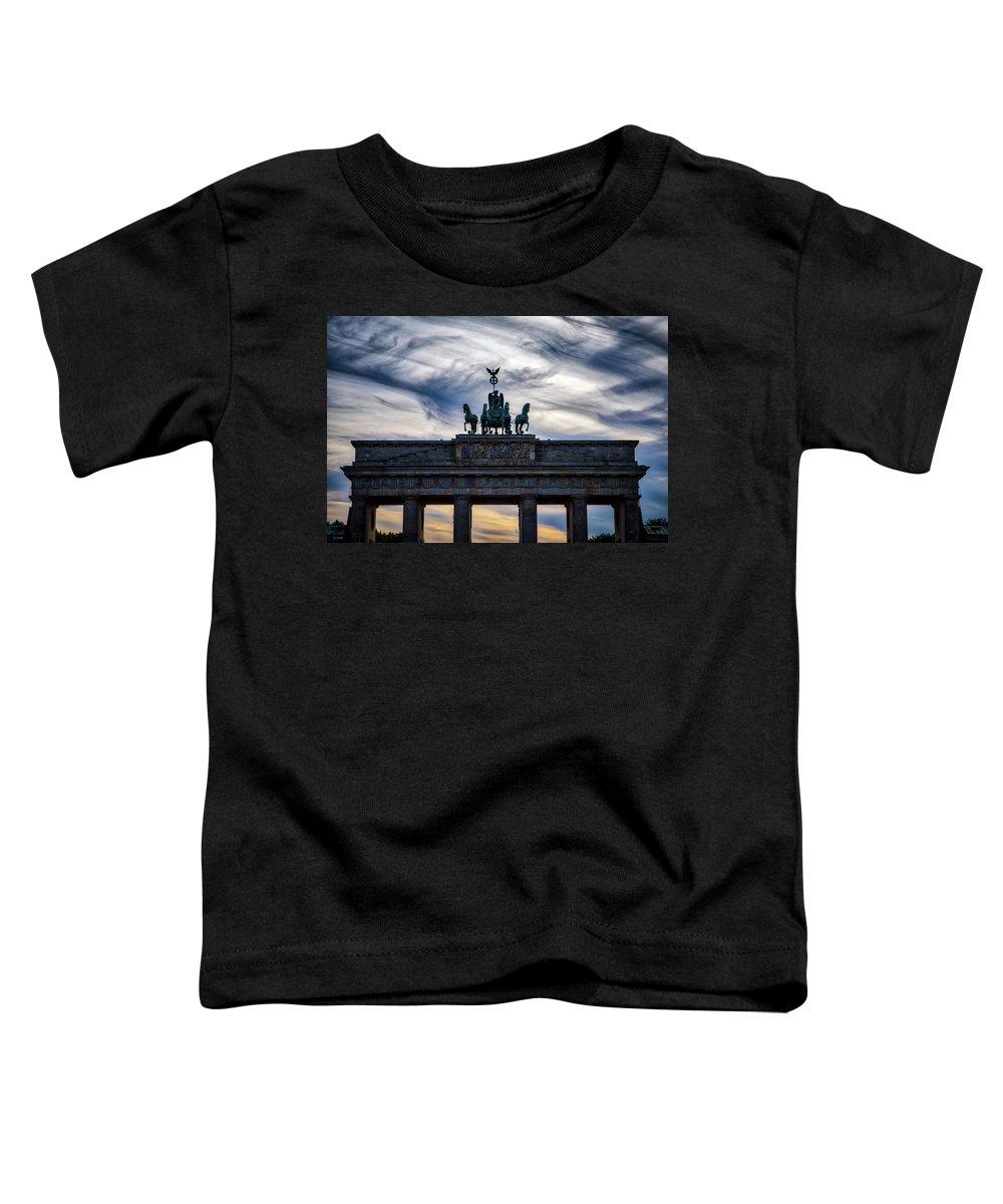 Brandenburg Toddler T-Shirt featuring the photograph Brandenberg Gate by Ross Henton