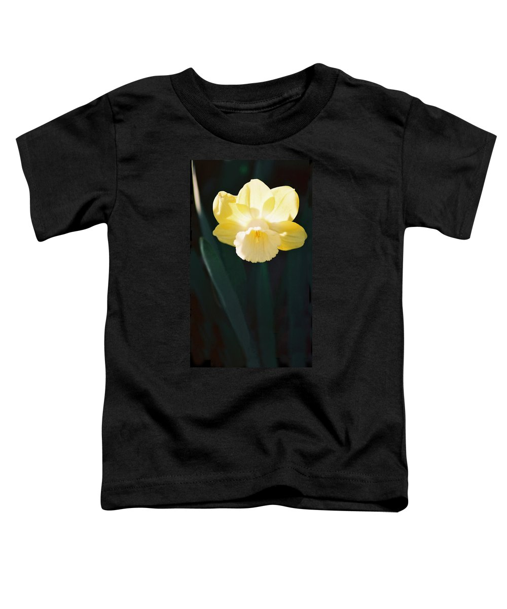 Daffodil Toddler T-Shirt featuring the photograph Daffodil by Steve Karol