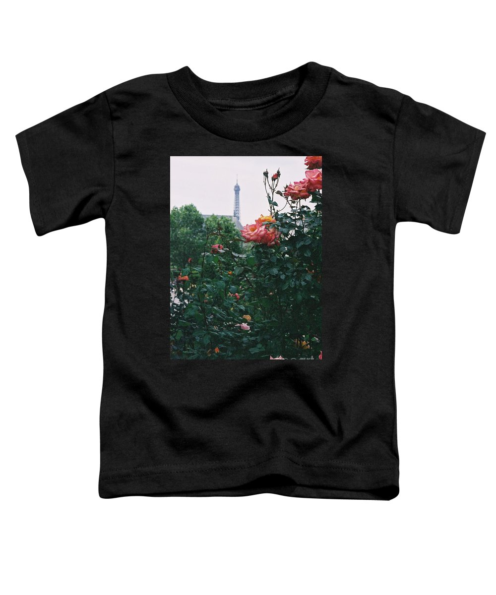 Roses Toddler T-Shirt featuring the photograph Pink Roses And The Eiffel Tower by Nadine Rippelmeyer