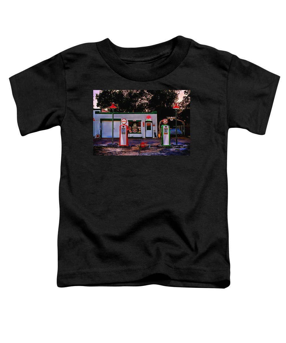 Gas Station Toddler T-Shirt featuring the photograph Sinclair by Steve Karol