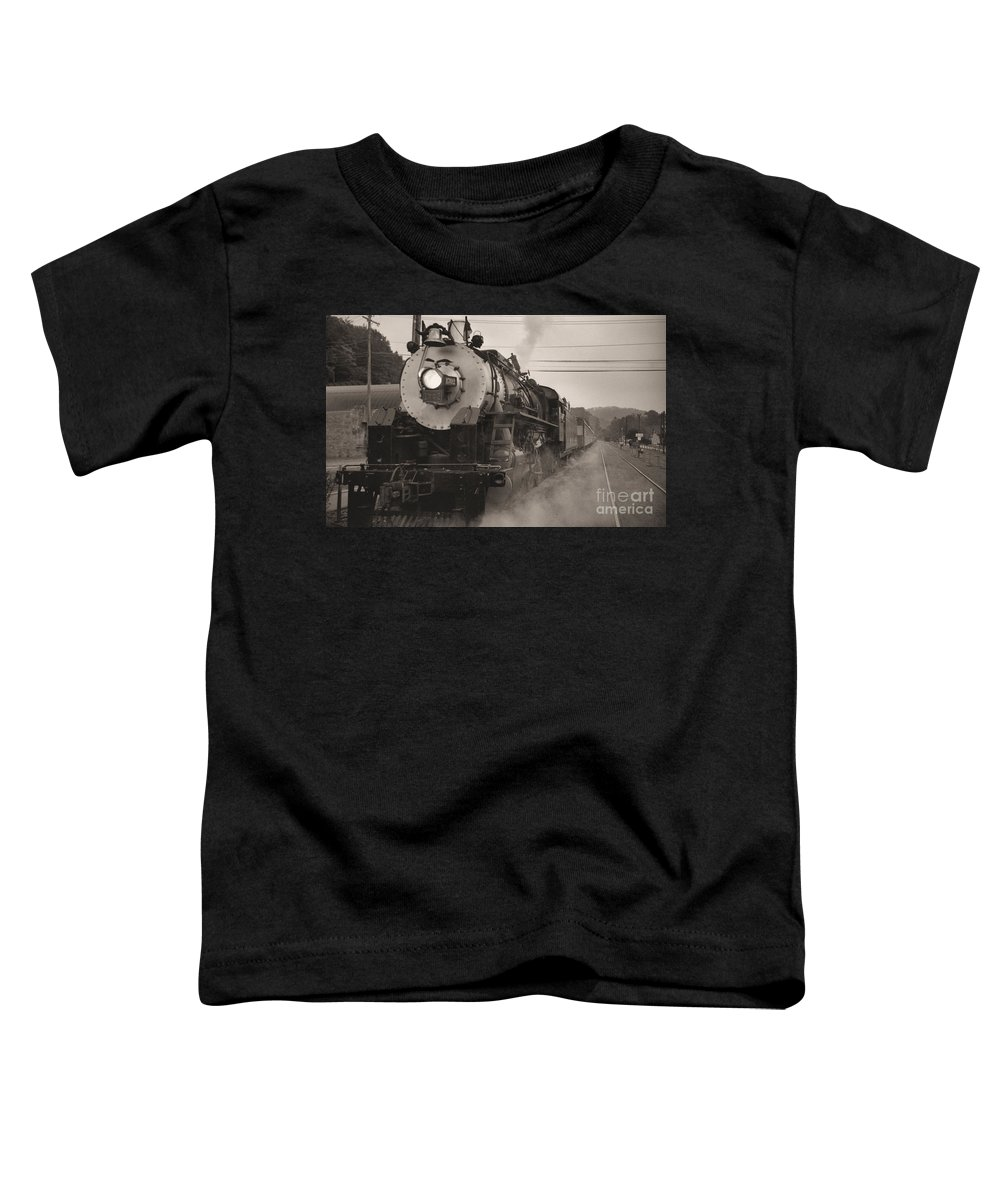 Trains Toddler T-Shirt featuring the photograph The 1702 At Dillsboro by Richard Rizzo