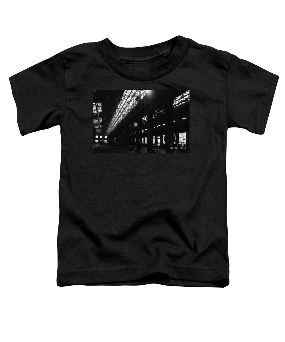 Buildings Toddler T-Shirt featuring the photograph The Back Shop by Richard Rizzo