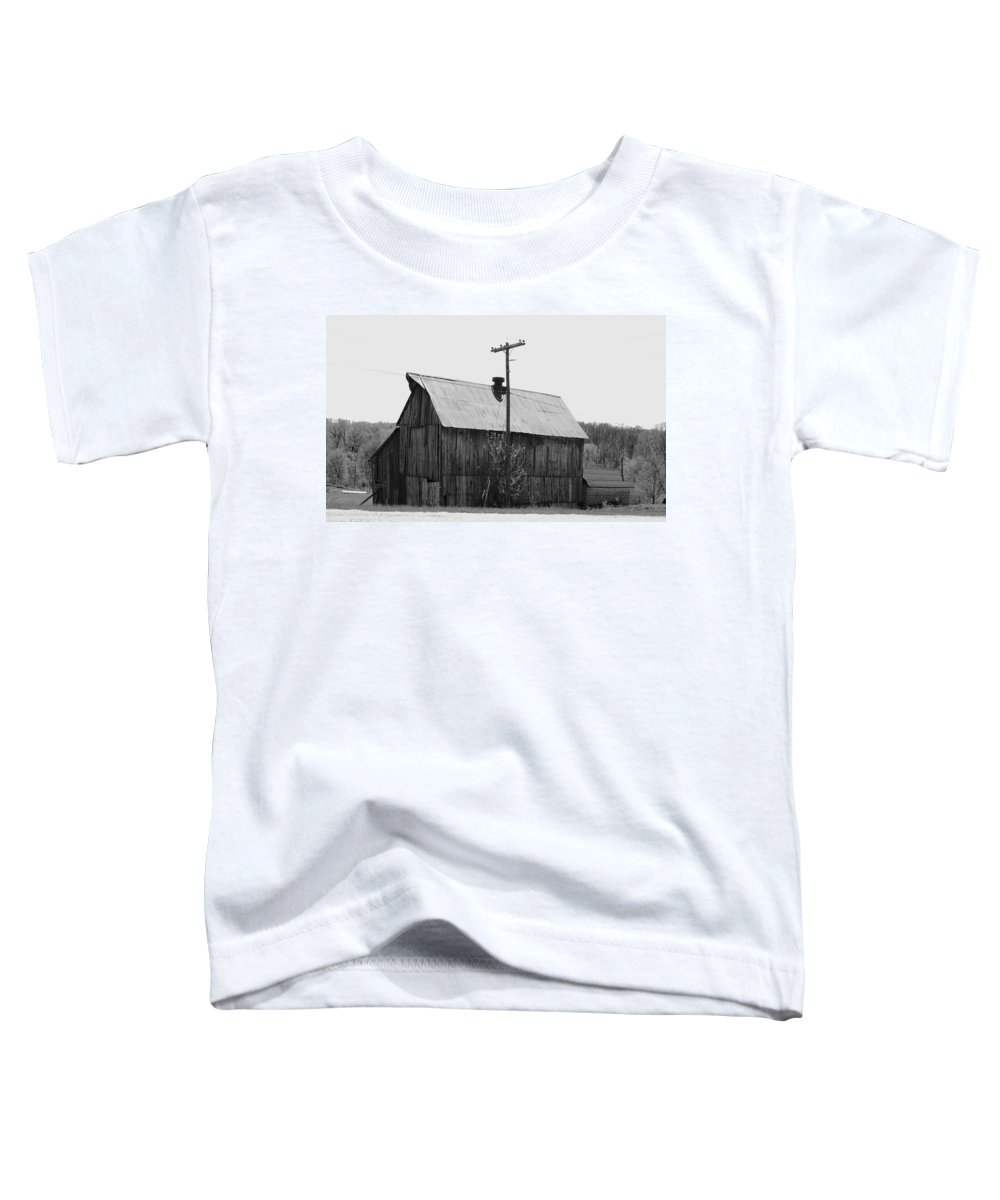 Barns Toddler T-Shirt featuring the photograph Barn On The Side Of The Road by Angus Hooper Iii