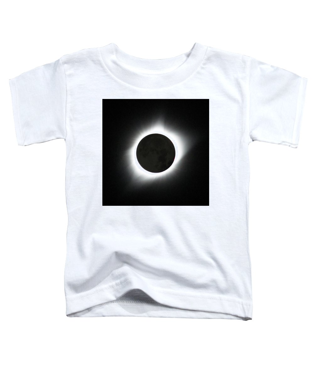 Solar Eclipse Toddler T-Shirt featuring the photograph The great American Eclipse by Nunzio Mannino