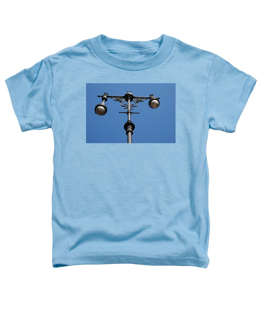 Lamppost Toddler T-Shirt featuring the photograph Old Lamppost by Rob Hans