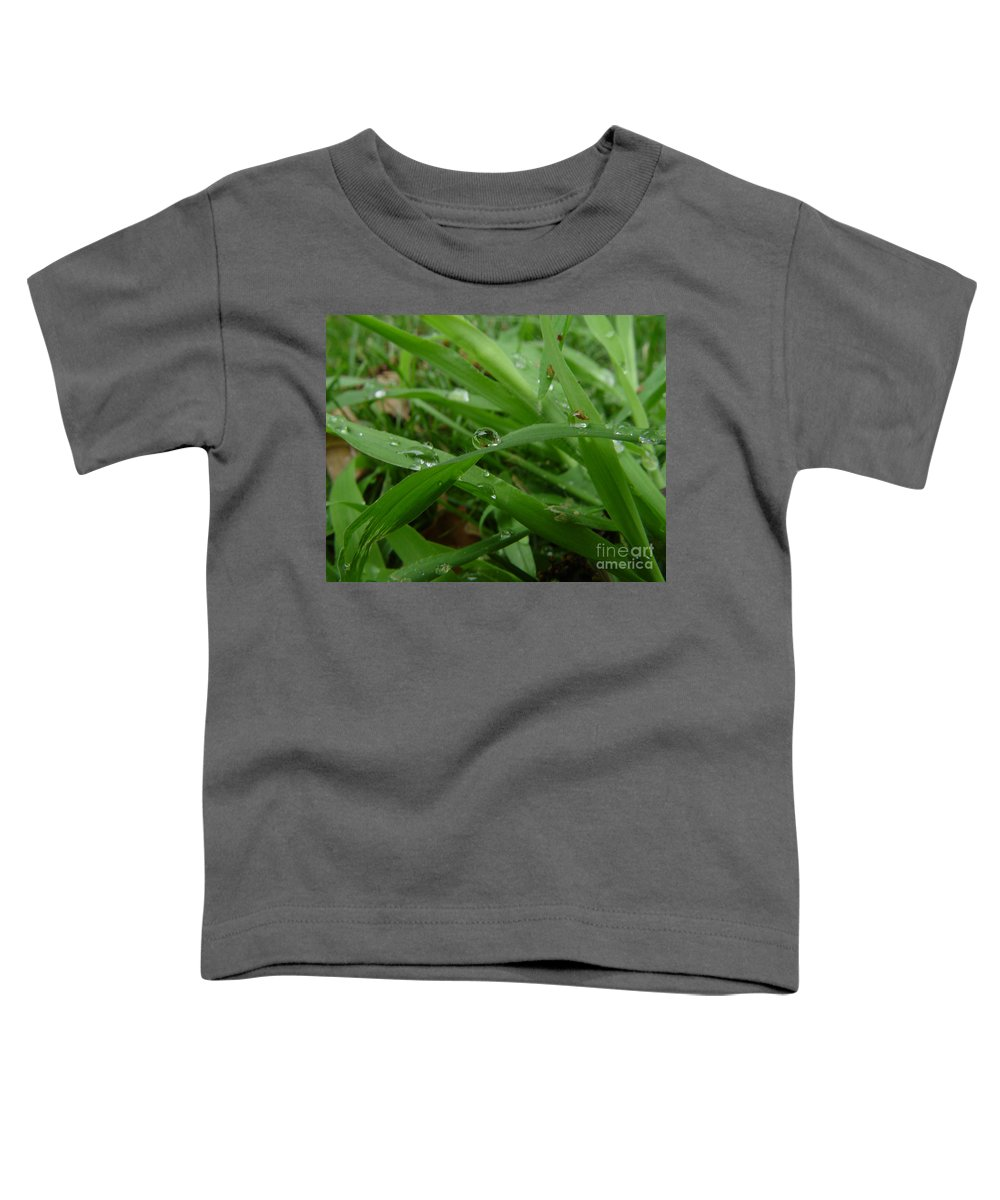 Water Droplet Toddler T-Shirt featuring the photograph Droplets 01 by Peter Piatt