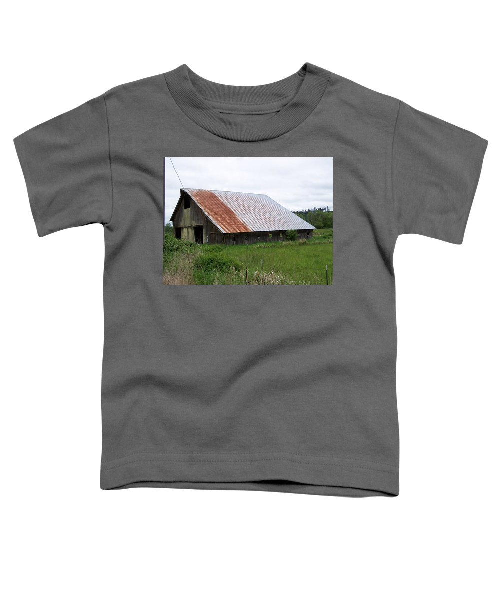 Barn Toddler T-Shirt featuring the photograph Old Tin Roof Barn Washington State by Laurie Kidd