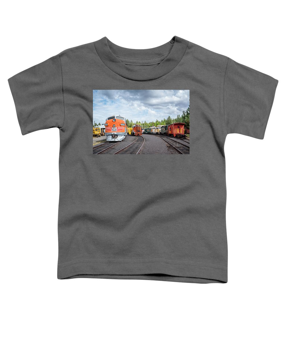 Caklifornia Toddler T-Shirt featuring the photograph Lotsa Locomotives by Jim Thompson
