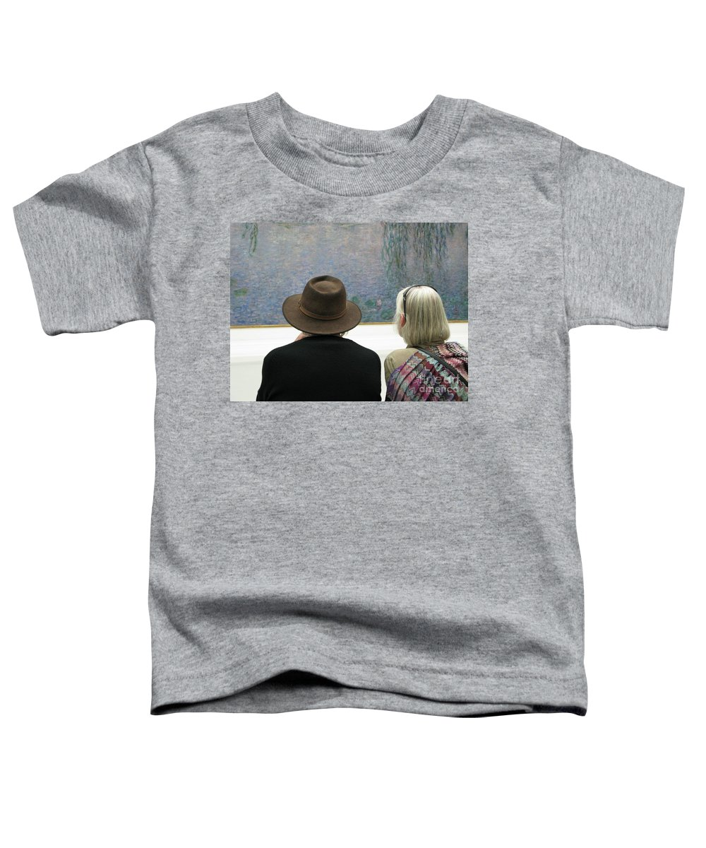 People Toddler T-Shirt featuring the photograph Contemplating Art by Ann Horn