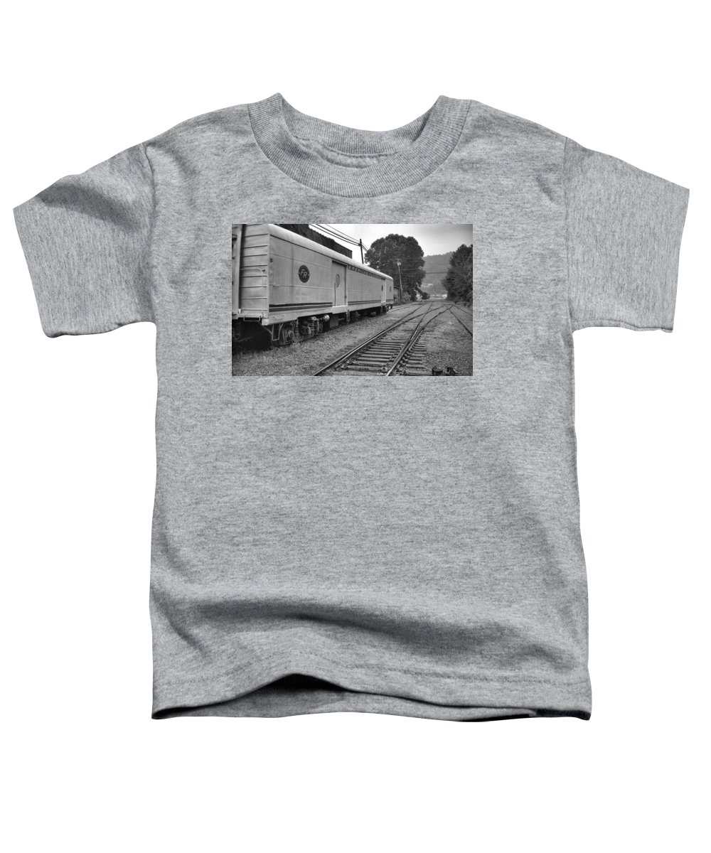 Trains Toddler T-Shirt featuring the photograph American Federail by Richard Rizzo