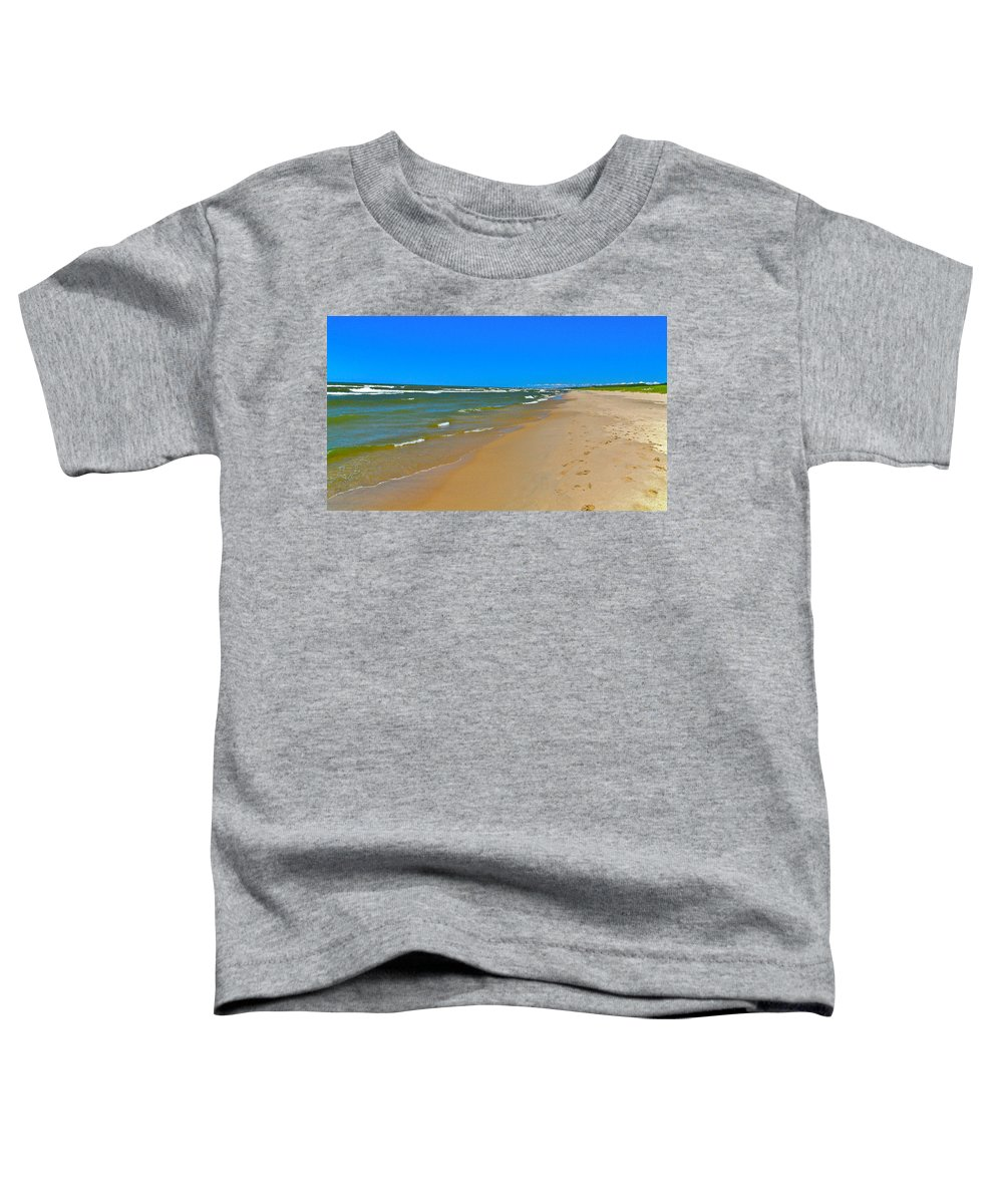 Sand Toddler T-Shirt featuring the photograph Oval Park In The Sun by Robert Pearson