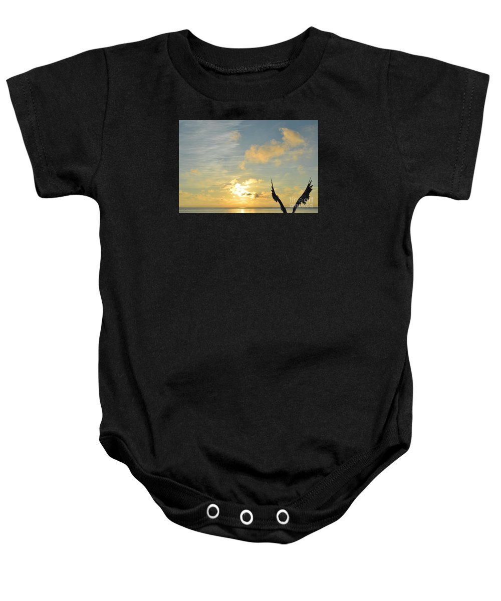 Naturaleza Baby Onesie featuring the photograph Aun Puedo Volar by Lenin Caraballo