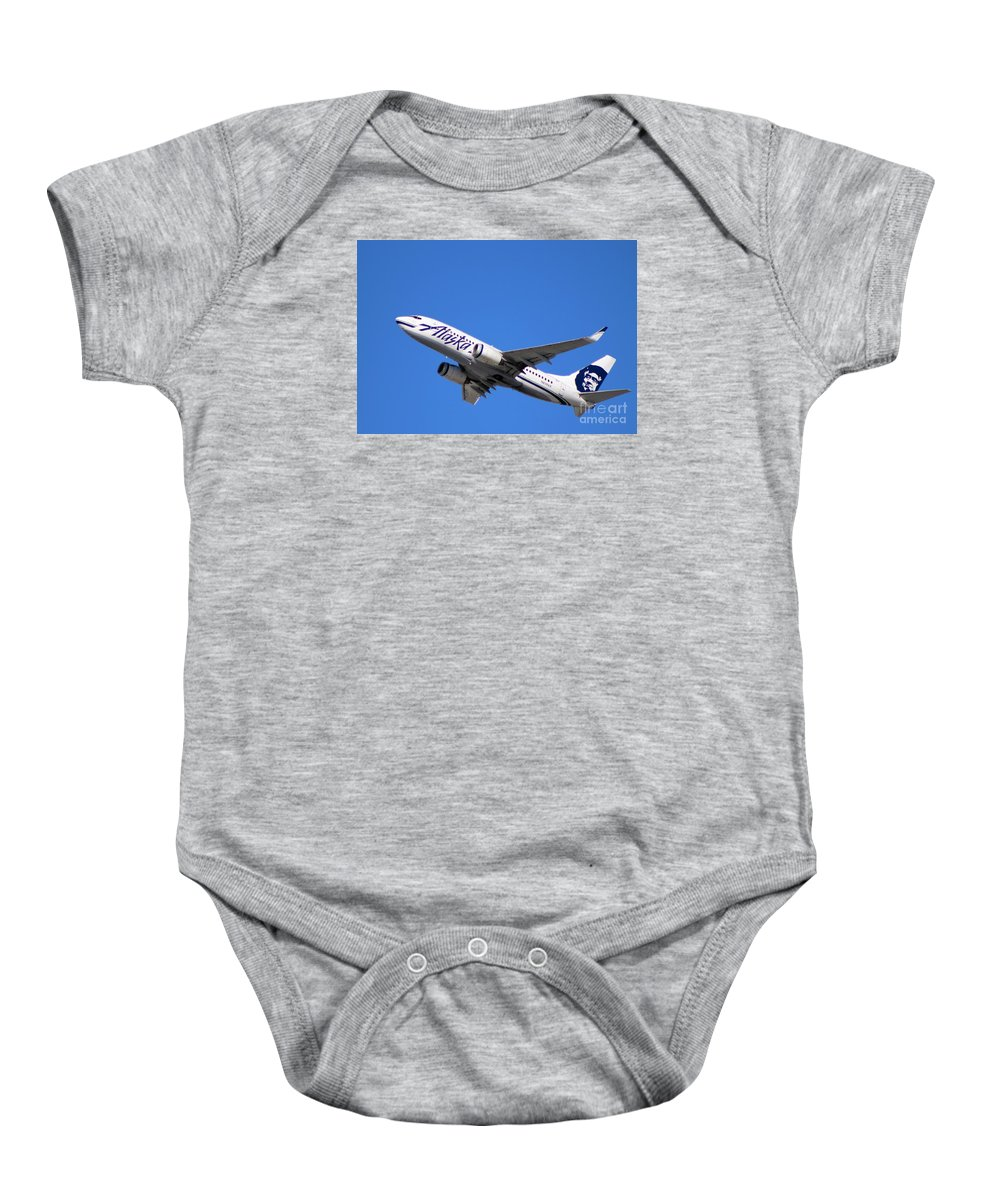 Alaska Airlines B 737 Baby Onesie featuring the photograph Alaska Airlines 737-800 by John Linder