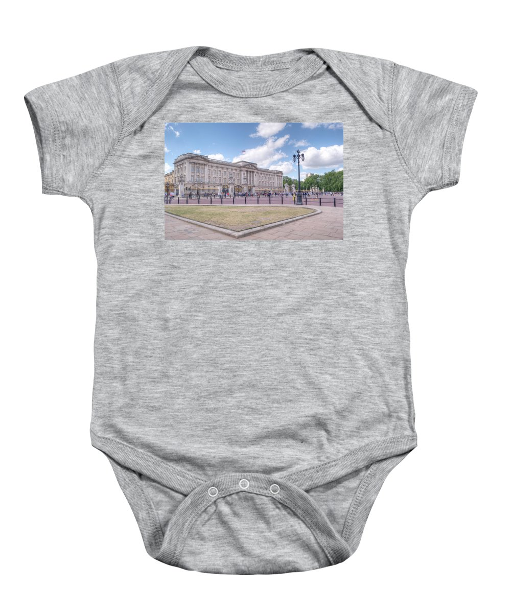 Buckingham Baby Onesie featuring the photograph Buckingham Palace by Chris Day