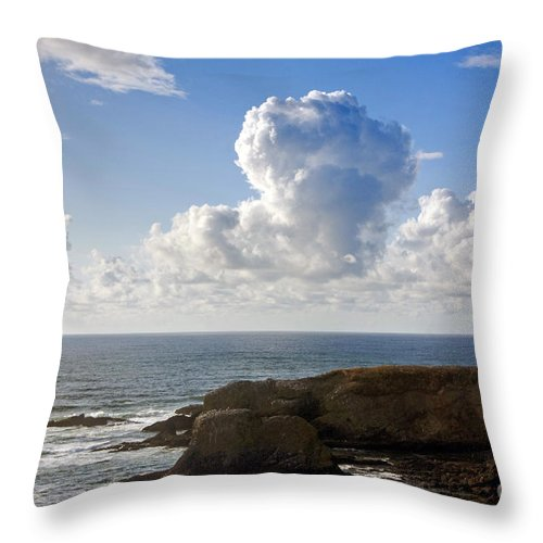 Yaquina Throw Pillow featuring the photograph 0514 Yaquina Lighthouse by Steve Sturgill