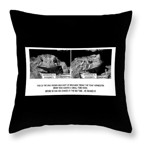 Frog Throw Pillow featuring the photograph 062009-1  What A Mug by Mike Davis