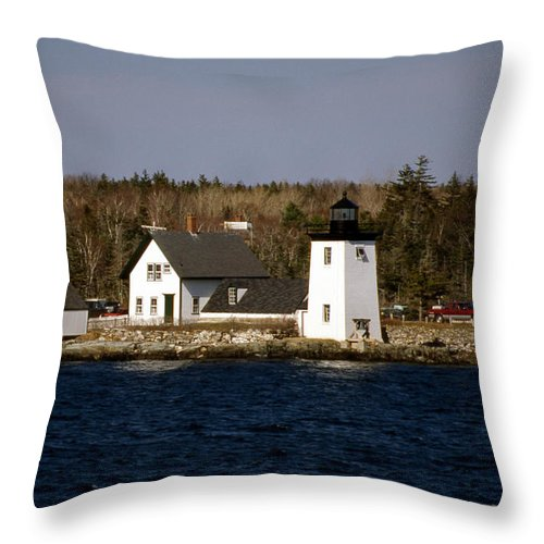 Me Throw Pillow featuring the photograph Grindel Point Lighthouse by Skip Willits