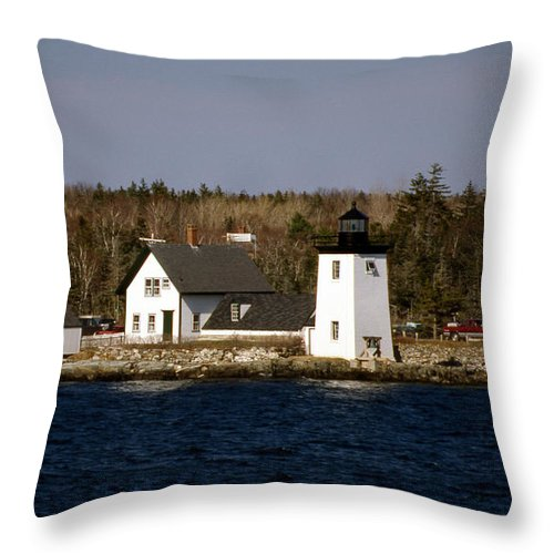Lighthouses Throw Pillow featuring the photograph Grindel Point Lighthouse by Skip Willits