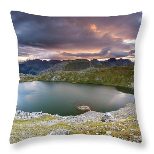 Hoz De Jaca Throw Pillow featuring the photograph Ibon De Asnos by Sebastian Wasek