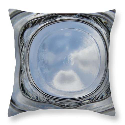 Icy Throw Pillow featuring the photograph Icy by Carlos Vieira
