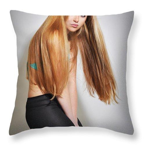 Yhun Suarez Throw Pillow featuring the photograph Liuda15 by Yhun Suarez