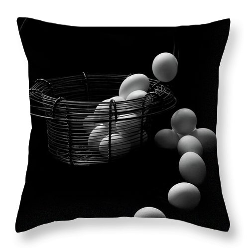 Escape Throw Pillow featuring the photograph The Great Eggscape by Jim Garrison