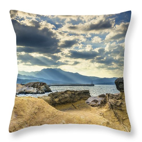 Duncan Longden Photography Throw Pillow featuring the photograph The Queen's Head Geological Park. by Duncan Longden
