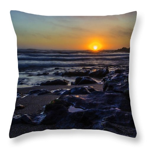 Yachats Sunset Throw Pillow featuring the photograph Yachats Sunset by Calazone's Flics