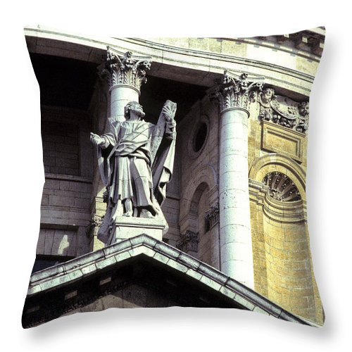 World Travel Throw Pillow featuring the photograph Ye Olde Church London by Ryan Fox