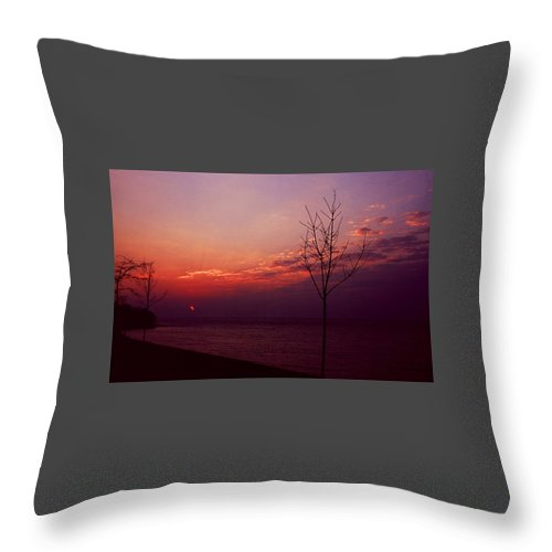 Sunset Throw Pillow featuring the photograph 112601-20 by Mike Davis