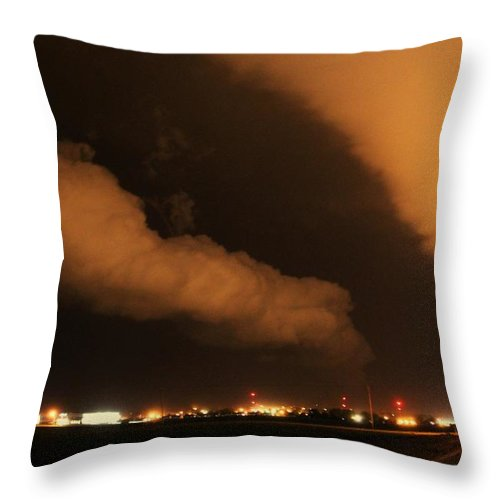 Stormscape Throw Pillow featuring the photograph Nebraska Roll Cloud A Cometh by NebraskaSC