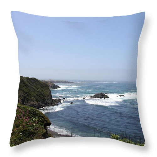 Mendicino Coast Throw Pillow featuring the photograph Crashing Waves by Christiane Schulze Art And Photography