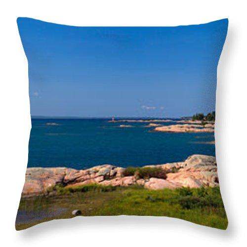 Georgian Throw Pillow featuring the photograph Georgian Bay Coastline by Les Palenik