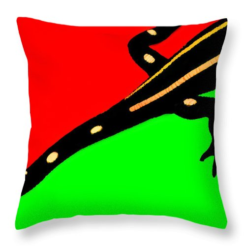 Lizard Throw Pillow featuring the photograph He's Getting Away by Wayne King